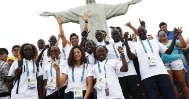 First-ever refugee team ascends to Rio's Christ statue