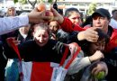 Farmers give free fruit to inflation-hit Argentines at presidential palace