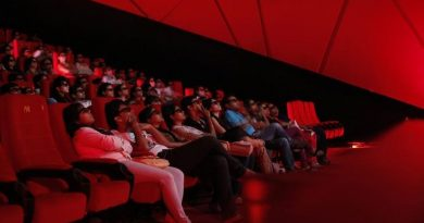 Cinema-goers wearing 3D glasses watch a movie at a PVR Multiplex in Mumbai November 10, 2013. REUTERS/Danish Siddiqui/File Photo