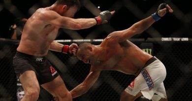 Ultimate Fighting Championship - UFC Fight Night 204 - Manchester Arena - 9/10/16 Michael Bisping of England (Left) and Dan Henderson of the USA (Right) Mandatory Credit: Action Images / Matthew Childs