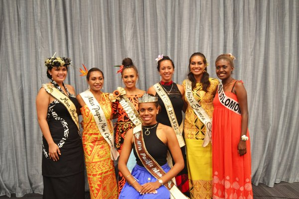 Miss Pacific Islands 2016 surrounded by other contestants. Image credit: Samoa Observer