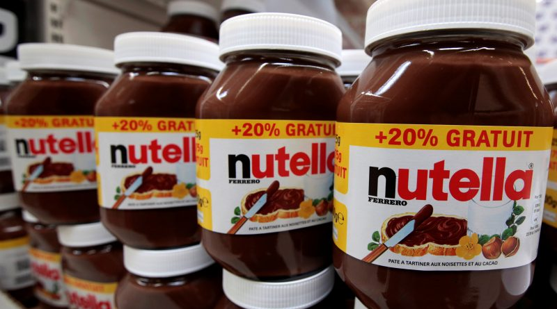 Jars of Nutella chocolate-hazelnut paste are displayed at a Carrefour hypermarket in Nice, France, April 6, 2016. REUTERS/Eric Gaillard/File Photo