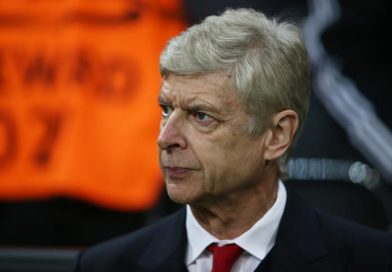 Wenger says preference is to stay with Arsenal