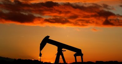 Oil rises 2 percent on signs rebalancing underway