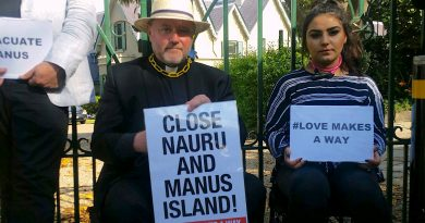 Australian police cut chains from immigration protesters at PM's residence