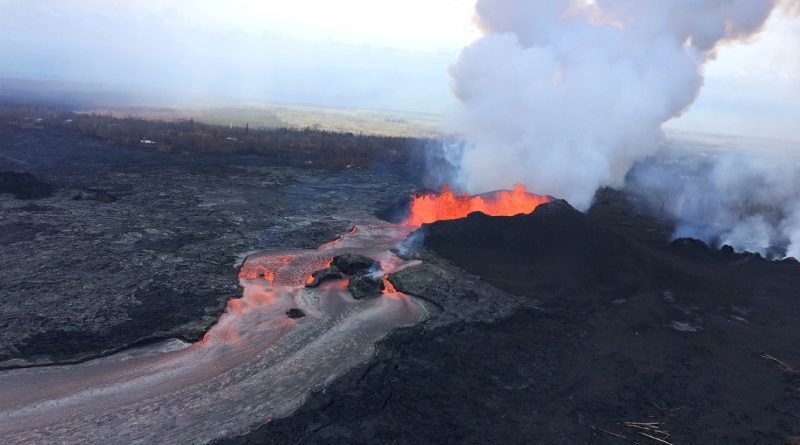 Geologists eye Hawaii volcano for signs eruption may be easing